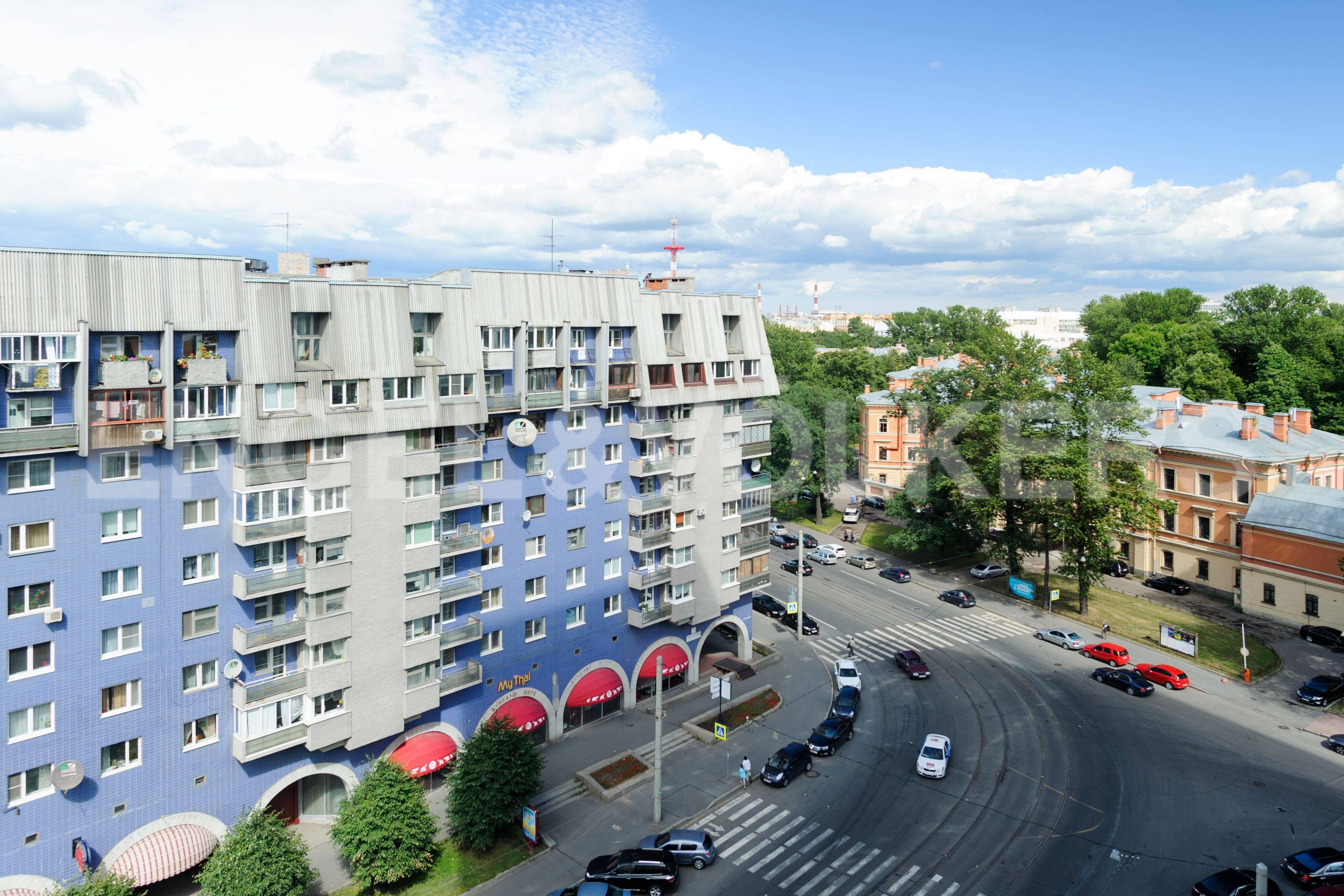 Элитные квартиры в Центральном районе. Санкт-Петербург, Большой Сампсониевский пр. 4-6. Вид с лоджии на парк