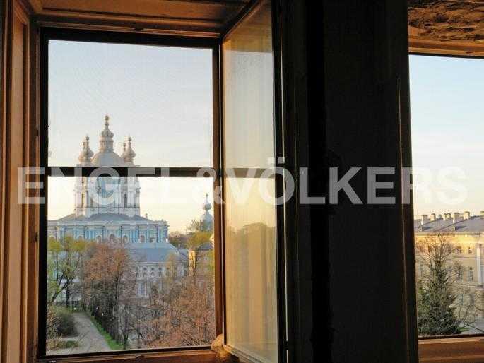 Элитные квартиры в Центральном районе. Санкт-Петербург, Смольный пр., 6. Утренний вид из окна