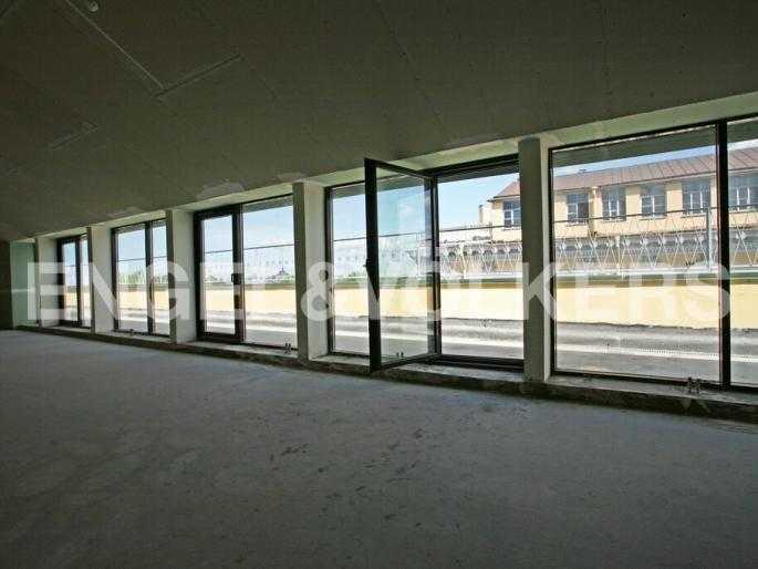 Элитные квартиры в Центральном районе. Санкт-Петербург, Невский пр. 3. Гостиный зал с выходом на террасу