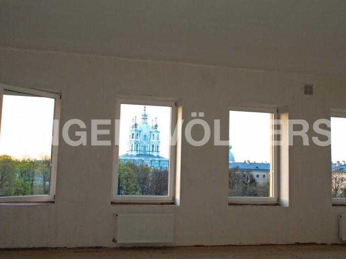 Видовые окна на сторону ансамбля Смольного собора