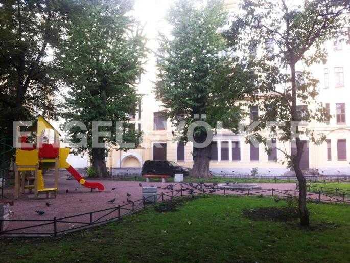 Элитные квартиры в Центральном районе. Санкт-Петербург, Наб. реки Фонтанки 18. Внутренний двор