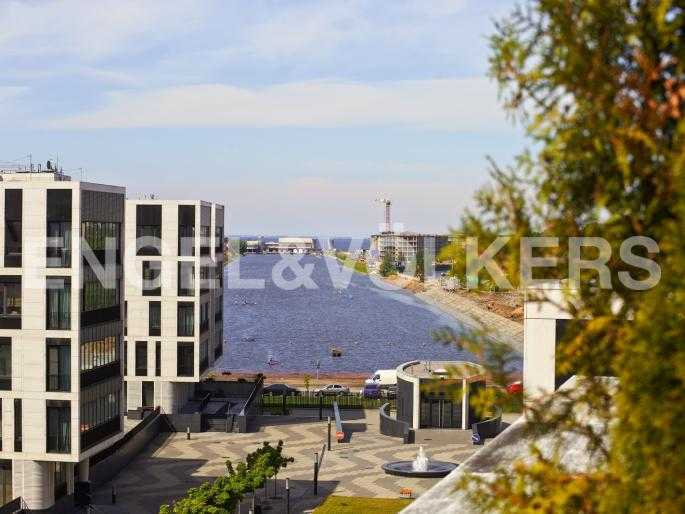 Элитные квартиры на . Санкт-Петербург, Мартынова, 74. Вид с террасы на Гребной канал и Финский залив