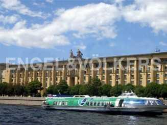Петровская наб., 8 — «Адмиральский дом» на набережной Невы