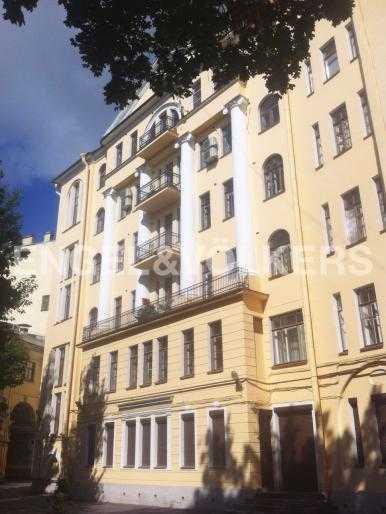Элитные квартиры в Центральном районе. Санкт-Петербург, Наб. реки Фонтанки 18. Фасад дома