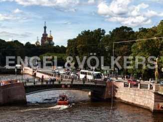Наб. реки Фонтанки, 12 — вид на слияние рек и доминанты Петербурга