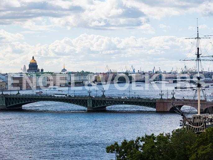 Вид с террасы на доминанты Петербурга