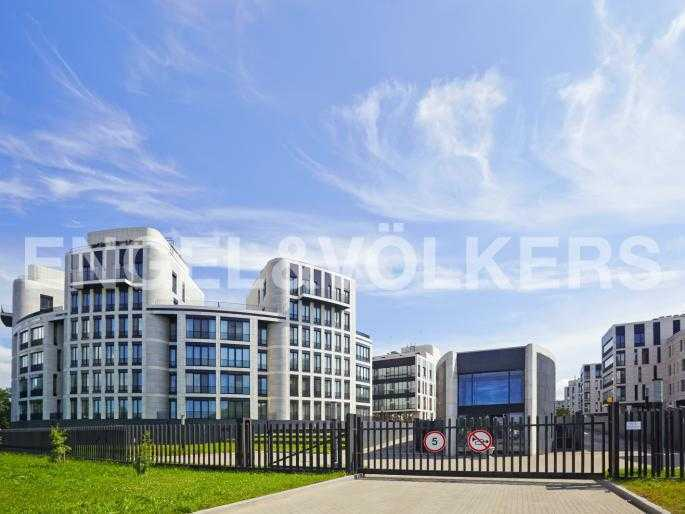 Элитные квартиры на . Санкт-Петербург, Мартынова, 74. Фасад комплекса с Гребного канала