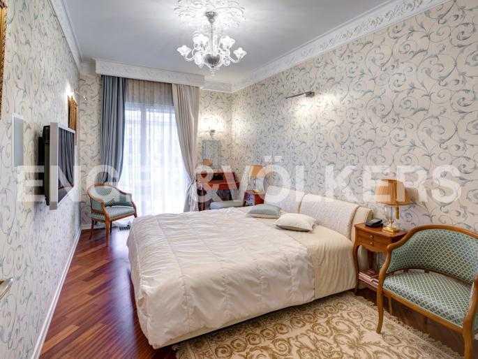 Элитные квартиры в Центральном районе. Санкт-Петербург, Наб. реки Фонтанки, 1. Спальня с выходом на французский балкон