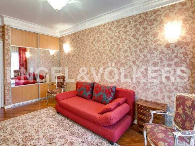 Элитные квартиры в Центральном районе. Санкт-Петербург, Наб. реки Фонтанки, 1. Спальня с гардеробным шкафом