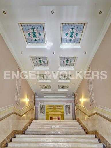 Элитные квартиры в Центральном районе. Санкт-Петербург, Конногвардейский б-р, 5. Парадная лестница комплекса