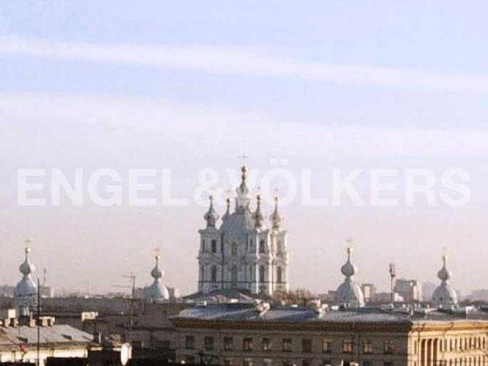 Элитные квартиры в Центральном районе. Санкт-Петербург, Тверская, 1А. Вид на Смольный собор