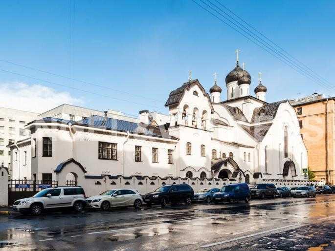Элитные квартиры в Центральном районе. Санкт-Петербург, Тверская, 1А. Церковь Знамения пресвятой Богородицы напротив дома