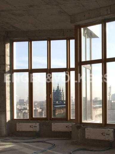 Элитные квартиры в Центральном районе. Санкт-Петербург, Тверская, 1А. Вид из окон на Смольный собор