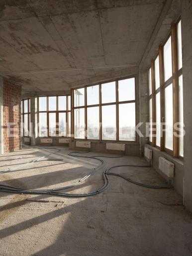 Элитные квартиры в Центральном районе. Санкт-Петербург, Тверская, 1А. Панорамное остекление при высоте потолков 4,2 м