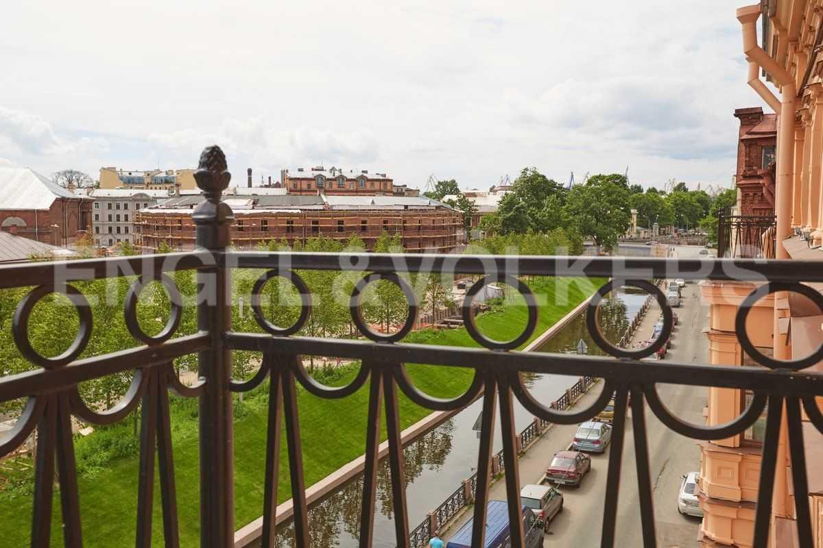 Элитные квартиры в Центральном районе. Санкт-Петербург, наб. Адмиралтейского канала, 15. Виды с балконов апартаментов на о. Новая Голландия
