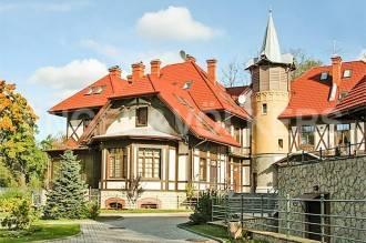 2-я Берёзовая, 34 — резиденция на Каменном острове в клубном доме «Дача инж. Шварца»