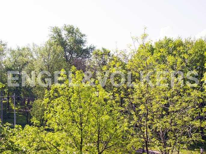 Элитные квартиры на . Санкт-Петербург, Морской пр., 15. Вид на парковый ансамбль из спальни