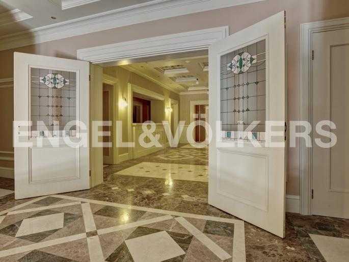 Элитные квартиры в Адмиралтейский р-н. Санкт-Петербург, Конногвардейский б-р, 5. Интерьер холла 1 этажа