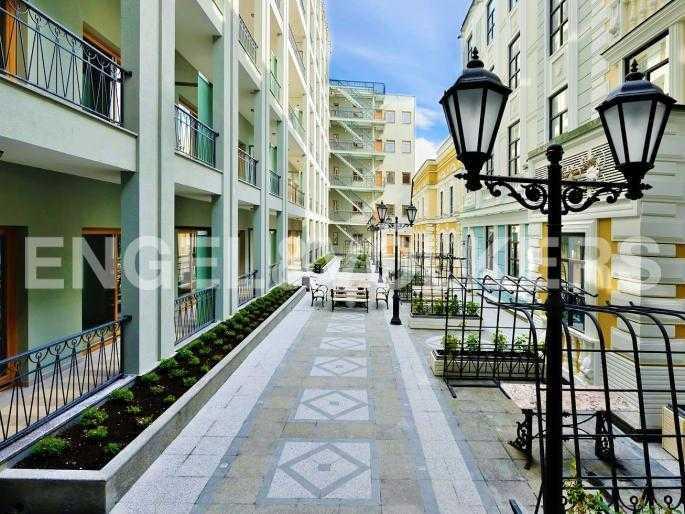 Элитные квартиры в Центральном районе. Санкт-Петербург, Конногвардейский б-р, 5. Восточный внутренний двор