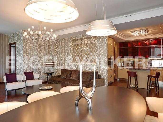 Элитные квартиры в Центральном районе. Санкт-Петербург, Шпалерная ул. 60. Кухня-столовая, совмещенная с гостиной
