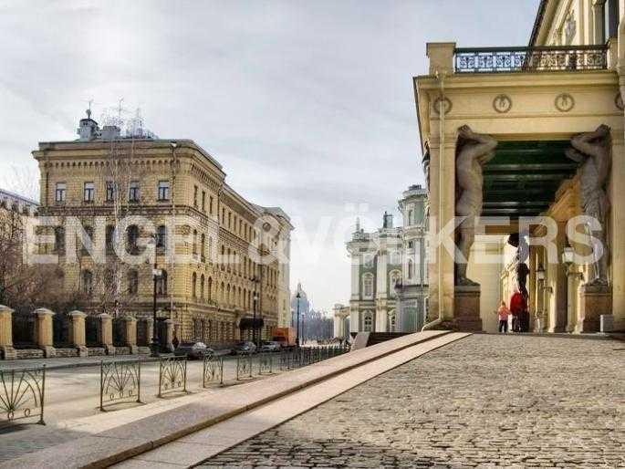 Элитные квартиры в Центральном районе. Санкт-Петербург, Миллионная ул. 28.