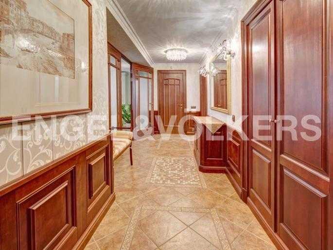 Элитные квартиры в Центральном районе. Санкт-Петербург, пл. Искусств 5. Холл - прихожая с гардеробной