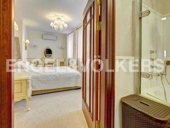 Элитные квартиры в Центральном районе. Санкт-Петербург, пл. Искусств 5. Спальня с собственной ванной комнатой