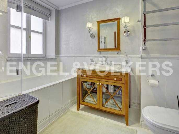 Элитные квартиры в Центральном районе. Санкт-Петербург, пл. Искусств 5. Ванная комната при спальне