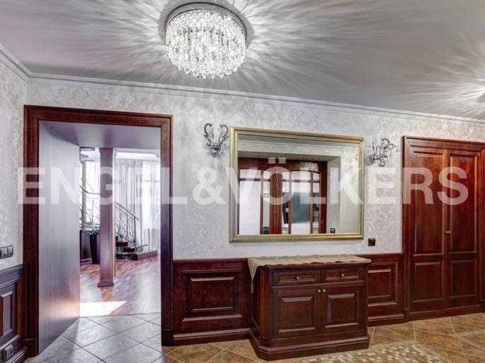 Элитные квартиры в Центральном районе. Санкт-Петербург, пл. Искусств 5. Холл - прихожая
