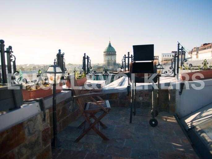 Открытая терраса с видом на Казанский собор