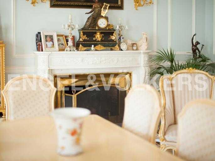 Элитные квартиры в Центральном районе. Санкт-Петербург, Мал. Конюшенная, 9. Действующий камин