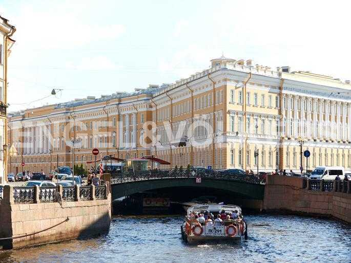 Элитные квартиры в Центральном районе. Санкт-Петербург, Миллионная, 19. Певческий мост через наб. реки Мойки
