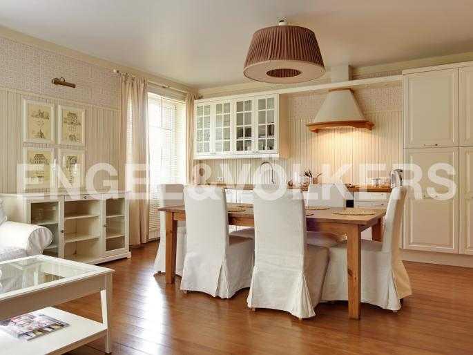 Гостиная, совмещенная с кухней-столовой