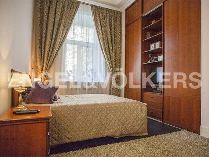 Элитные квартиры в Других районах области. Санкт-Петербург, 5-я Линия, 2. Спальня