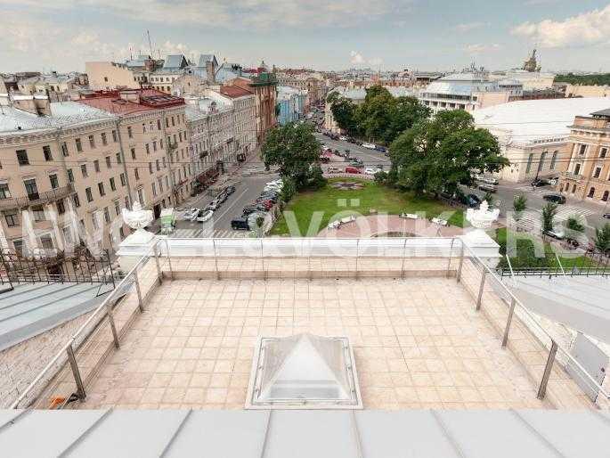 Элитные квартиры в Центральный р-н. Санкт-Петербург, Караванная, 16. Открытая терраса с панорамным видом на