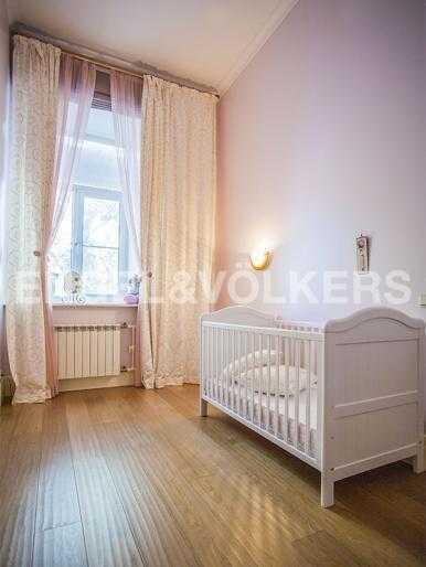 Элитные квартиры в Других районах области. Санкт-Петербург, 5-я Линия, 2. Детская комната