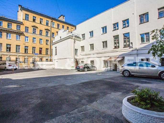 Элитные квартиры в Других районах области. Санкт-Петербург, 5-я Линия, 2. Придомовая территория