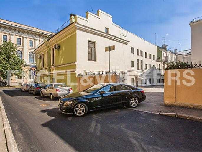 Элитные квартиры в Других районах области. Санкт-Петербург, 5-я Линия, 2. Двухэтажный флигель дома