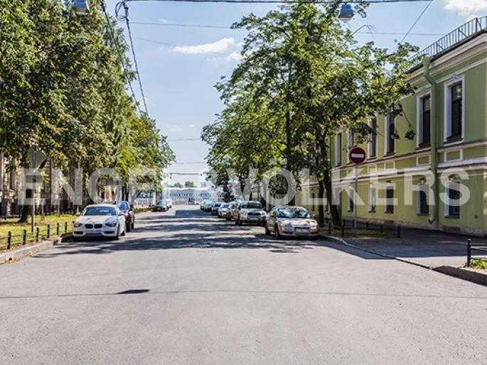 Расположение дома на тихой линии Васильевского острова