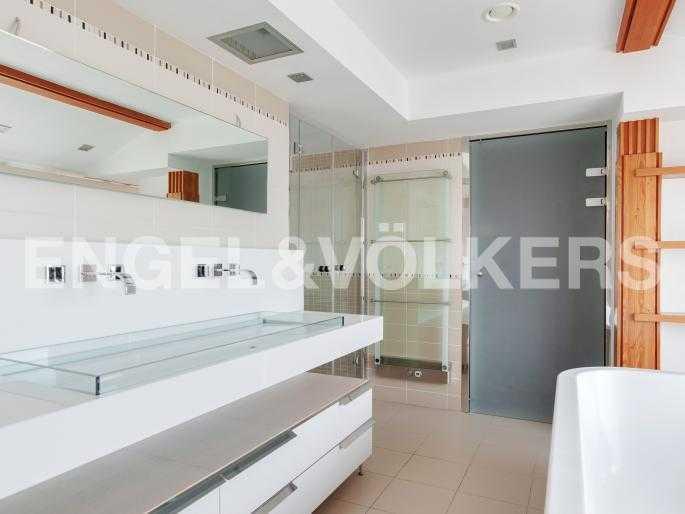 Элитные квартиры в Центральный р-н. Санкт-Петербург, Караванная, 16. Ванная комната с окном