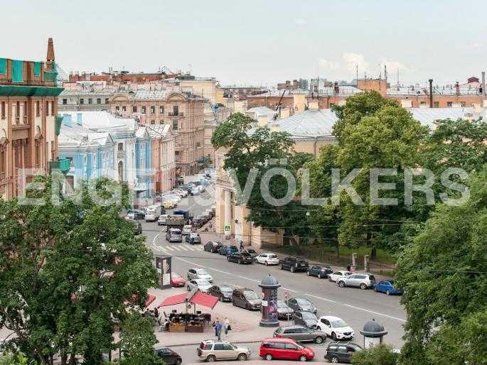 Элитные квартиры в Центральном районе. Санкт-Петербург, Караванная, 16. Вид на перспективу Манежной площади