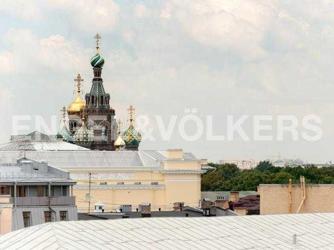 Элитные квартиры в Центральном районе. Санкт-Петербург, Караванная, 16. Вид на купола Спаса-на-Крови