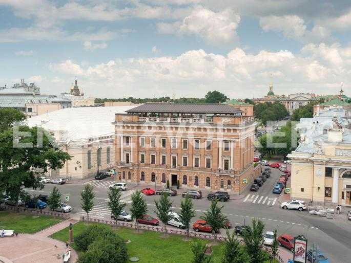 Элитные квартиры в Центральном районе. Санкт-Петербург, Караванная, 16. Вид на панораму Манежной площади