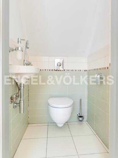 Элитные квартиры в Центральный р-н. Санкт-Петербург, Караванная, 16. Гостевой туалет