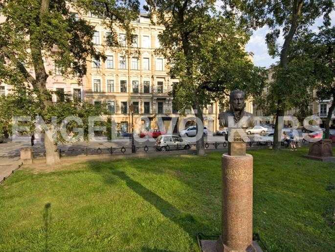 Элитные квартиры в Центральном районе. Санкт-Петербург, Караванная, 16. Сквер на Манежной площади