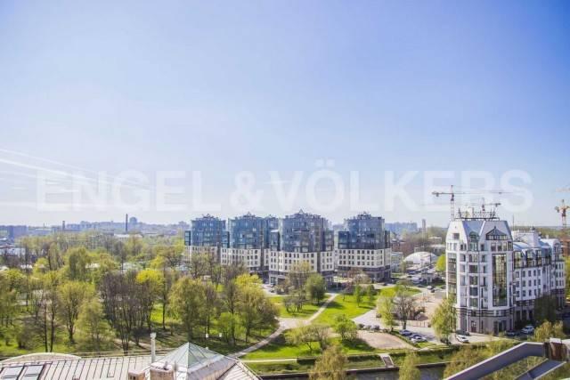 «Дом на Ждановке» - французская мансарда с панорамным видом на водную гладь в сердце Петроградской стороны