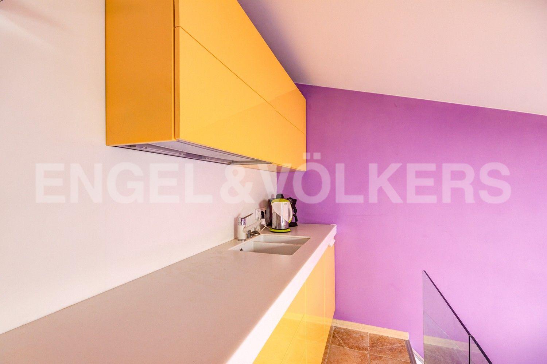 Элитные квартиры в Центральном районе. Санкт-Петербург, Стремянная, 16. Встроенная кухня в гостиной