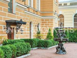 «Особняк на Манежной» — резиденция с собственным садом