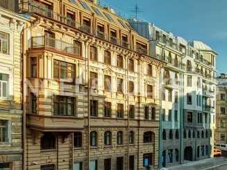«Дворцовая слобода» — современный дом с паркингом в историческом Петербурге