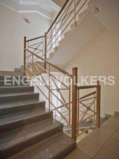 Элитные квартиры в Центральном районе. Санкт-Петербург, Захарьевская, 33. Лестница в парадной
